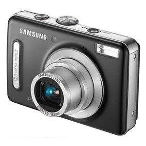 černý kompaktní digitální fotoaparát