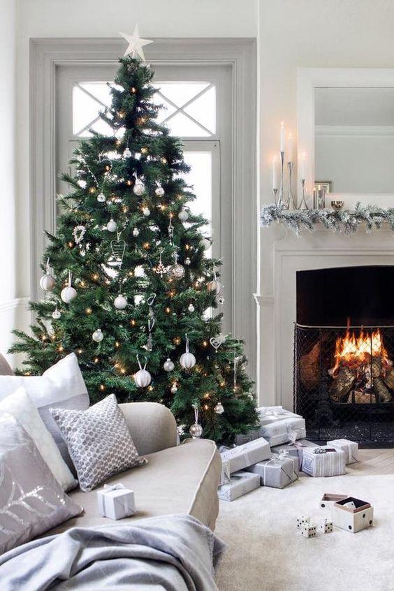Sivé vianočné doplnky