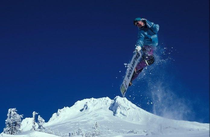 jak vozit snowboard na střeše